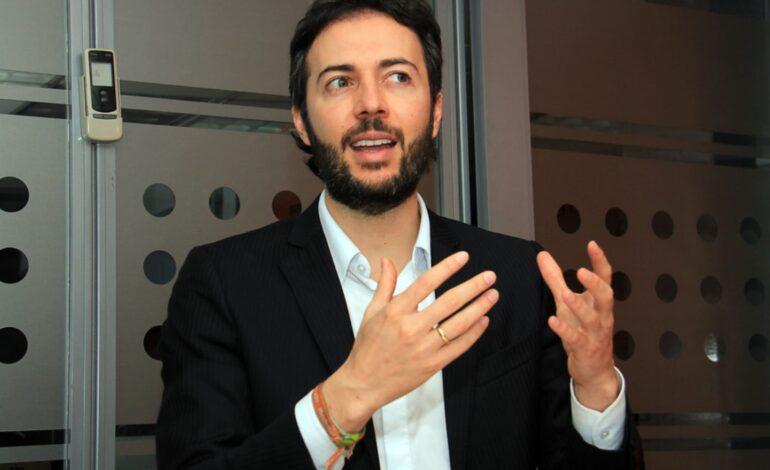 Daniel Quintero, alcalde de Medellín recibe amenazas de Autodefensas
