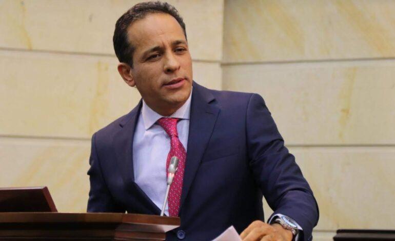 Radicamos una reforma a la policía que erradique la violación de DD.HH: Alexander López Maya