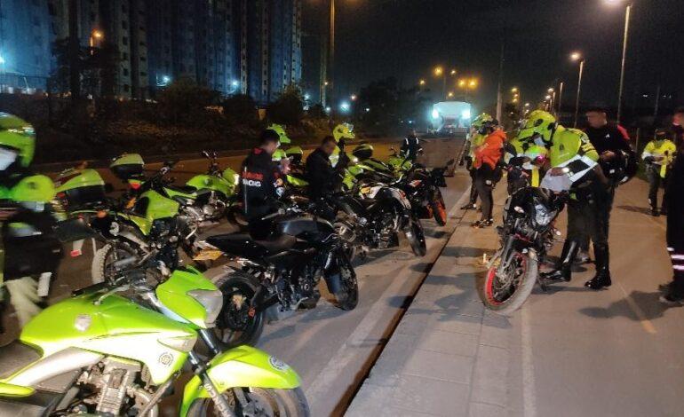 Motociclistas protagonizaron noche de piques ilegales en principales corredores de la ciudad