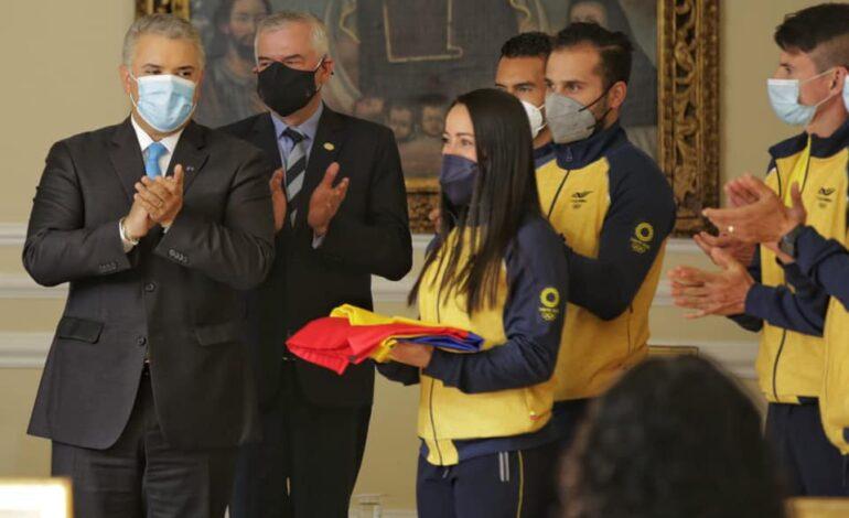 Presidente Duque entregó el pabellón nacional a deportistas clasificados a Tokio