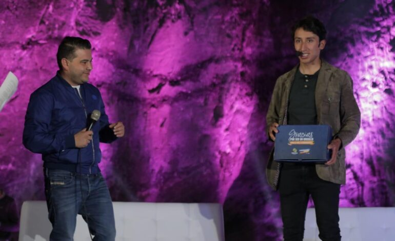 Campeón del Giro de Italia, Egan Bernal recibe homenaje en Zipaquirá