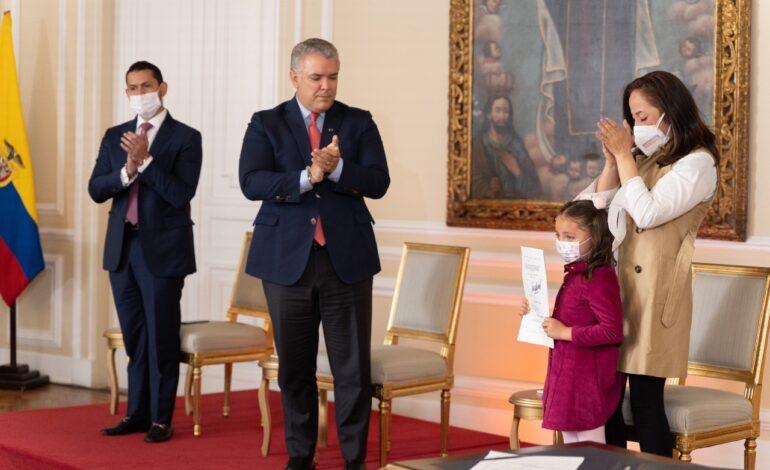 Presidente Duque sanciona ley que reglamenta la cadena perpetua a violadores y asesinos de niños