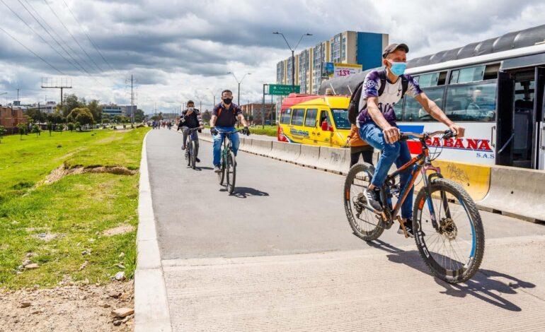 Alcaldía de Bogotá avanza con el traslado de los separadores de la ciclorruta de la Calle 13