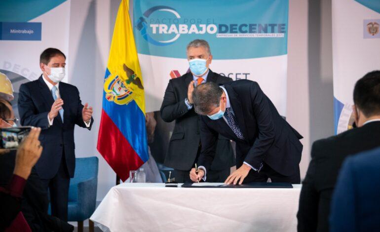 Presidente Duque firma 'Pacto por el Trabajo Decente' con sector de empresas de servicios temporales