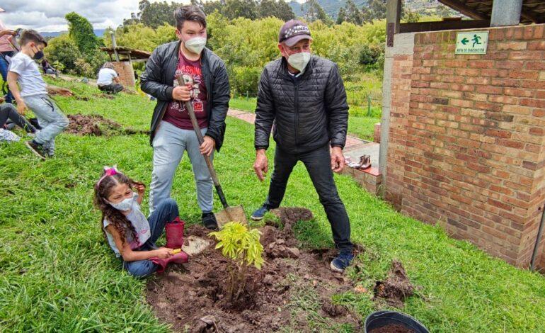 CAR Cundinamarca lideró jornada de reforestación en honor a quienes han fallecido por Covid-19