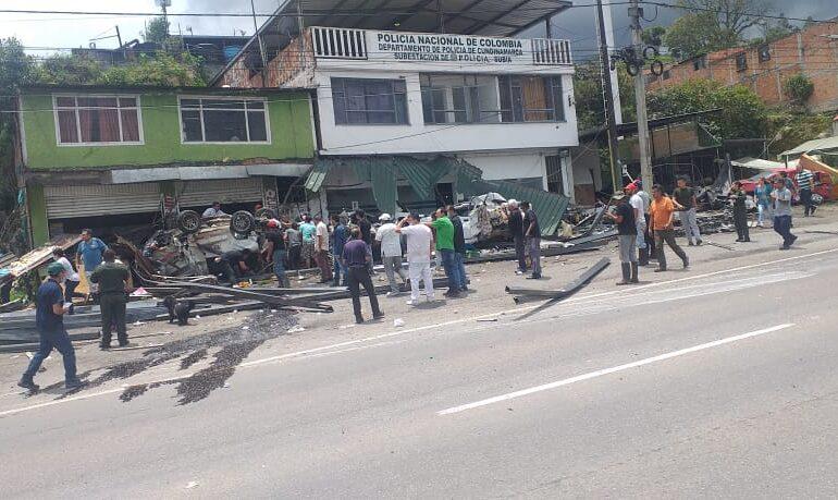Una persona muerta y cuatro más heridas dejó accidente en Silvania, Cundinamarca.