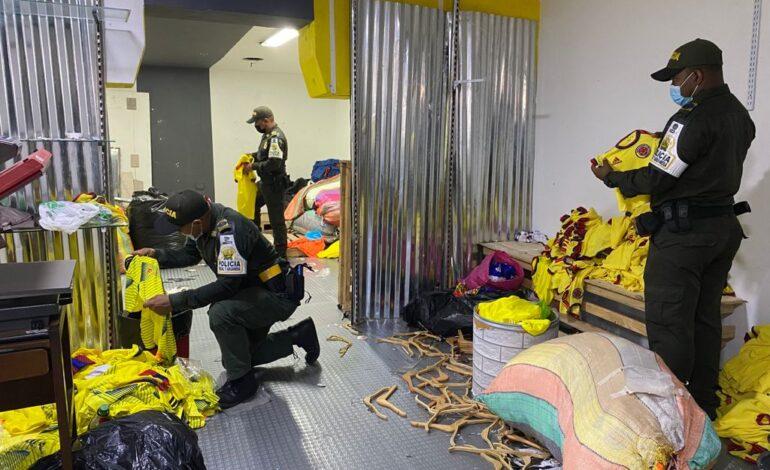 Decomisadas dos mil camisetas de Selección Colombia en lucha contra el contrabando: DIAN