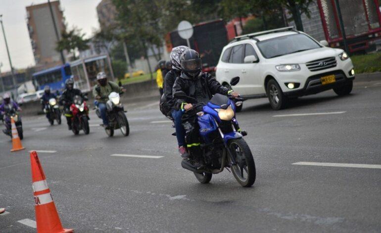 Distrito derogó restricción a motociclistas con acompañante en Bogotá