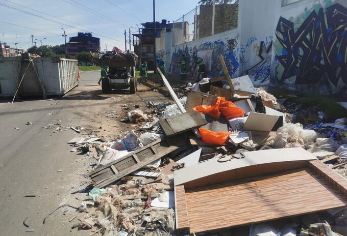 Acumulación de basuras en Bogotá es por ineficiencia administrativa: Yefer Vega